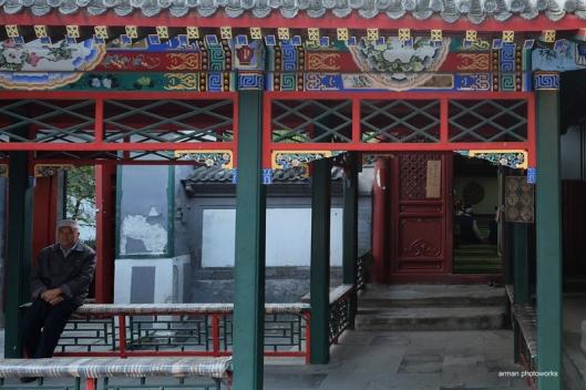 Salah satu gerbang masuk ke masjid, Fujifilm XT1, lensa XF 14 mm f2.8 (ISO 2500, f 5.6, exposure time 1/34 sec)