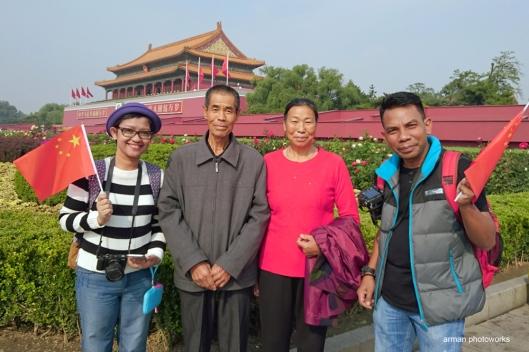 Foto bersama pengunjung lokal (Sony Xperia Z3+)