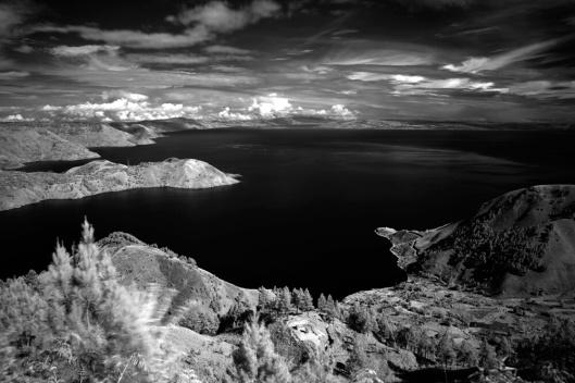 danau toba dalam hitam putih